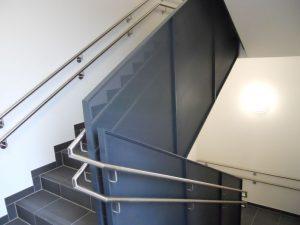 Garde-corps intérieur avec un habillage en métal déployé