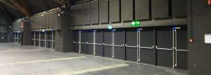 Double portes métalliques avec barre anti-panic