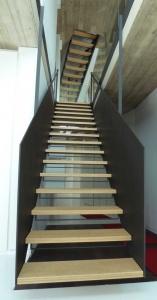 Client privé  - escalier avec marche en bois