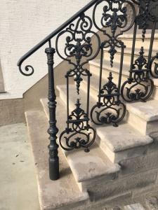 Ferme nelson - acces bâtiment principal - détails