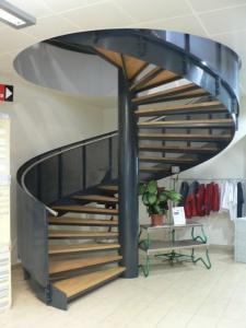 Escalier hélicodiale avec main-courante en inox