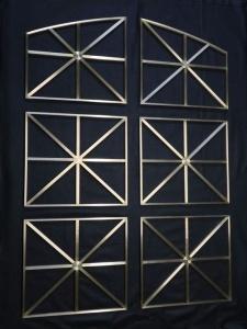 Grille décorative en laiton (encadrement de porte)