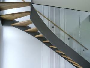 Escalier en acier avec marche en bois