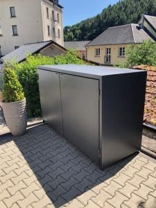 Armoire poubelle en métal avec double portes
